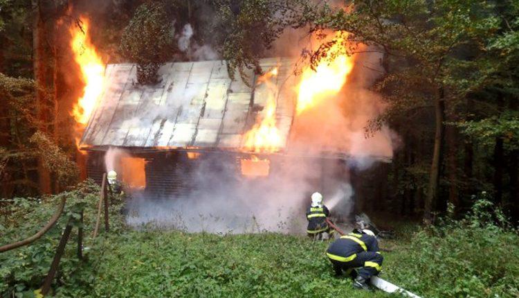 Pondelkový požiar chaty pri obci Lysá pod Makytou