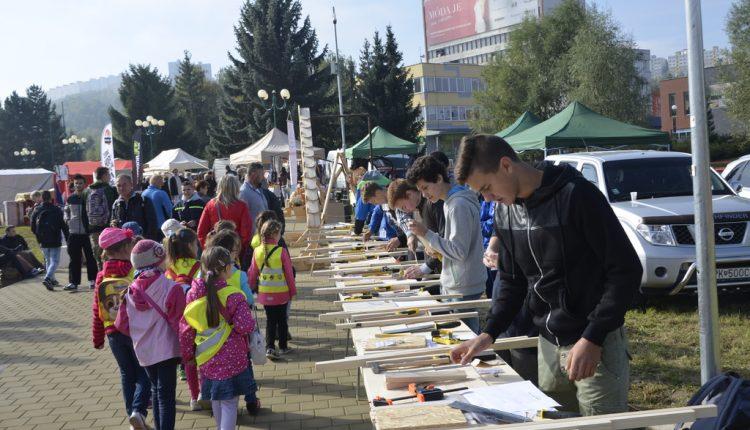 Púchovské školy na súťaži Mladý remeselník 2016