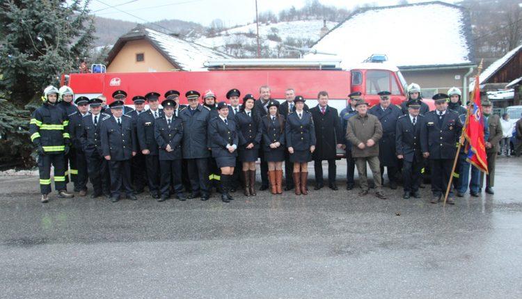 Dobrovoľní hasiči v Lednici sa tešia novému hasičskému vozidlu