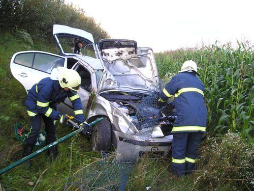 Dopravná nehoda osobného auta pri obci Lednické Rovne