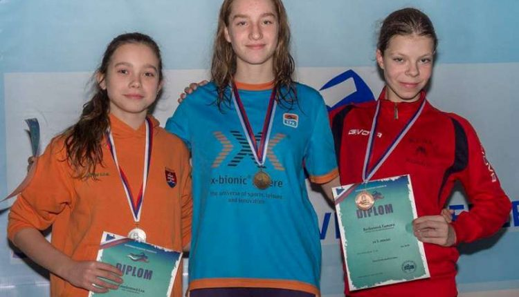 Plavkyňa Lea Kmošenová s tromi medailami