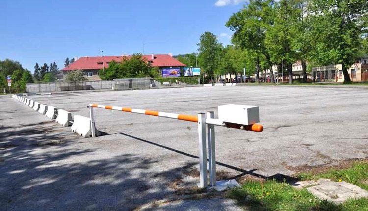 Radnica si päť prenajala parkovisko pri futbalovom štadióne