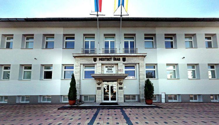 Kontrolórske kocúrkovo pokračuje, radnica zabudla zverejniť vyhlásenie voľby