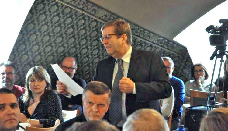 Púchovským poslancom schválili odmeny aj nové notebooky