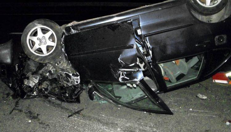 Nehoda neďaleko Nimnice, auto skončilo na streche