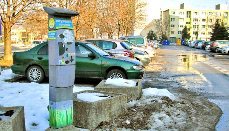 V Púchove už môžete za parkovanie zaplatiť aj cez SMS
