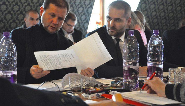 Z rokovacích stolov zmiznú hŕby papierov, poslanci dostanú na svoju prácu notebooky