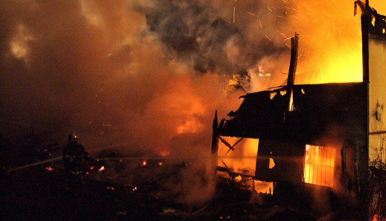 Nočný požiar hospodárskej budovy
