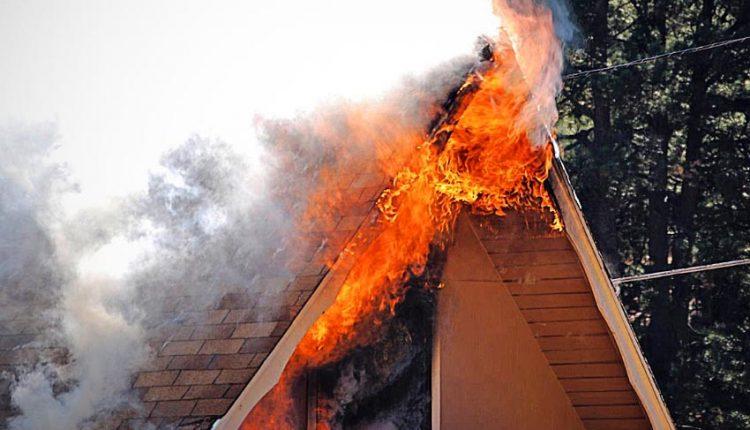 Tragický požiar rodinného domu v obci Lednicke Rovne
