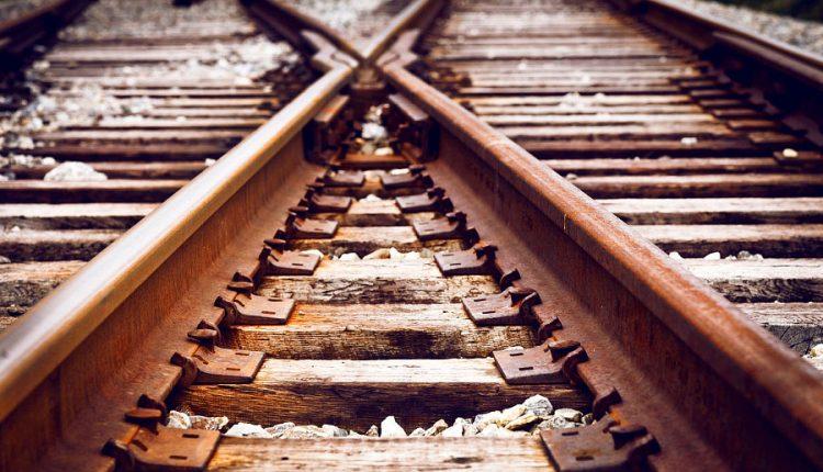 Vlak zrazil a usmrtil muža, išlo o samovraždu