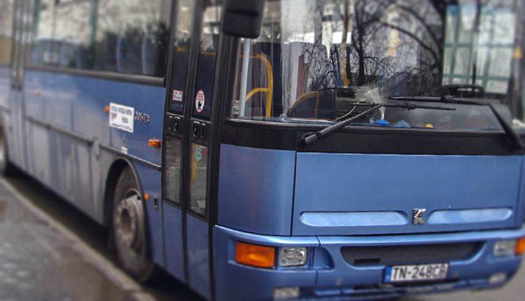 Prudké zabrzdenie autobusu malo vážne následky