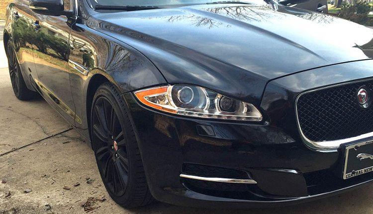 Na parkovisku poškodil zaparkovaný Jaguar a odišiel