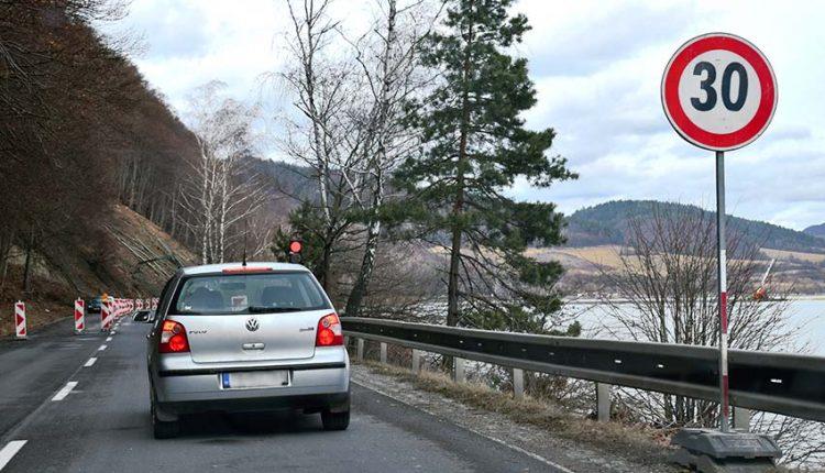 Uzávierka cesty z Nimnice do Považskej Bystrice sa opäť posúva