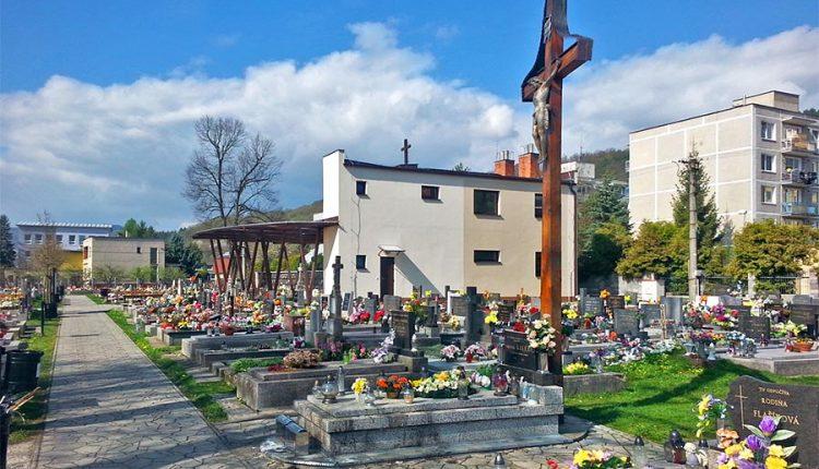 Mestský cintorín v Púchove prešiel digitalizáciou