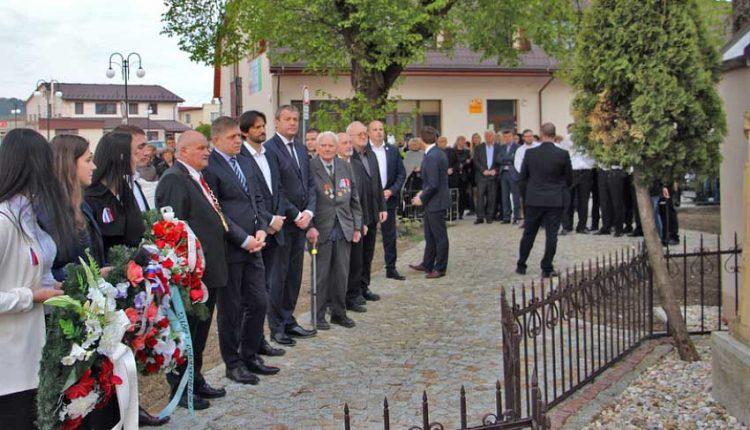 Premiér Fico v Beluši: Postavil máj a otvoril telocvičňu