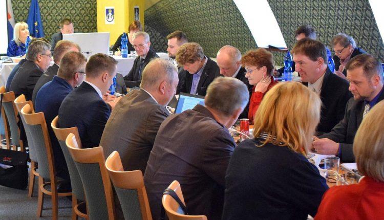 Poslanci si naplánovali päť rokovaní, to posledné až tri týždne po voľbách