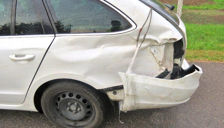 Pri cúvaní nedával pozor, spôsobil nehodu