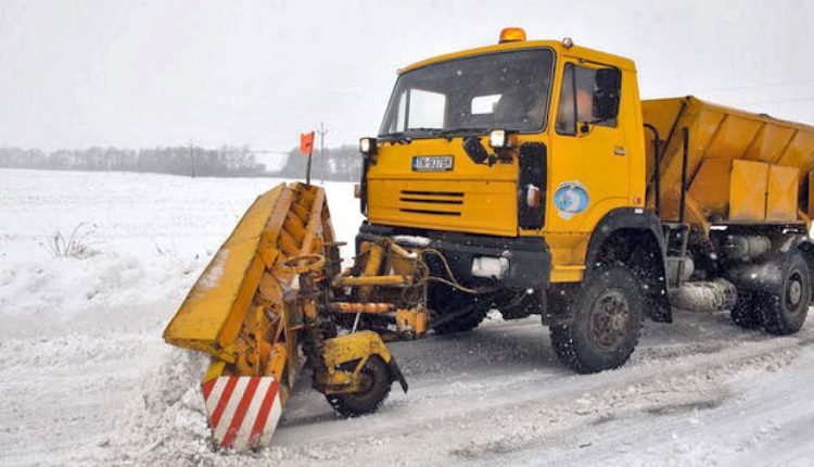 O zimnú údržbu sa na krajských cestách bude starať 153 mechanizmov, pripravených je aj viac ako 15 tis ton posypového materiálu