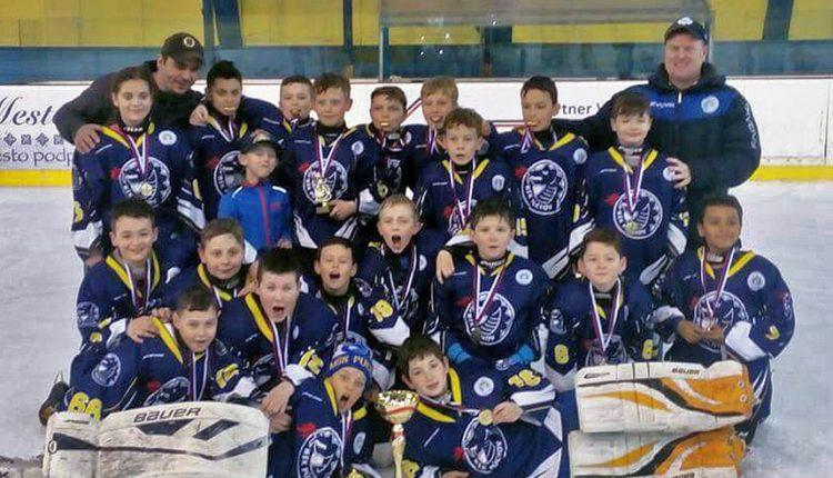 Víťazstvo v hokejovom Púchov Cupe zostalo doma