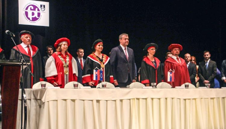 V Púchove promovali absolventi jednej z najmladších slovenských univerzít