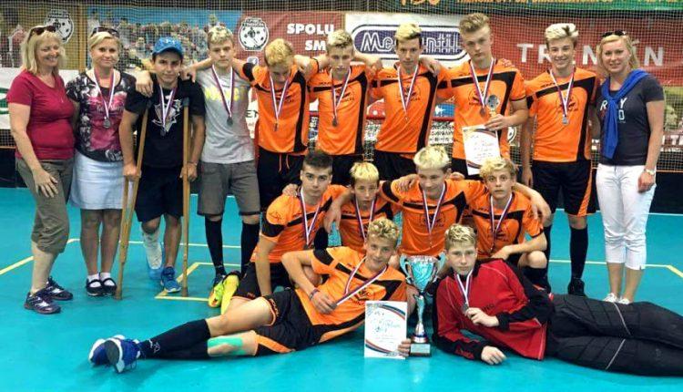 Chlapci zo ZŠ J. A. Komenského sa stali vicemajstrami Slovenska vo florbale