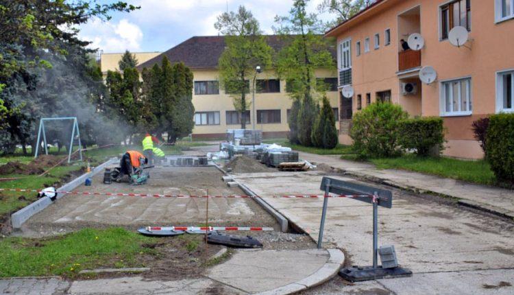 Lidl plní svoje sľuby: stavia chodník, parkoviská i verejné osvetlenie
