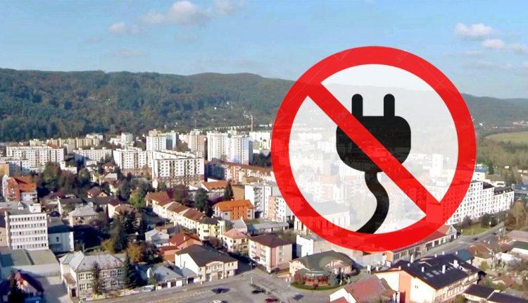 Výpadky elektrickej energie obmedzili život v meste