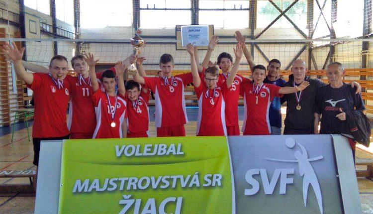 Mladší žiaci MŠK Volejbal 1970 Púchov získali v Žiline titul majstrov Slovenska