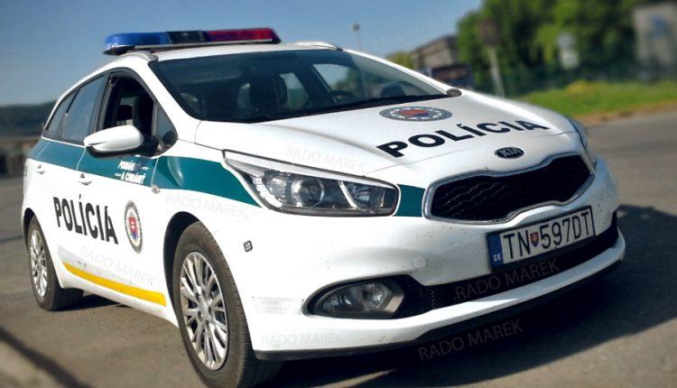 Zrážka dvoch áut, 72-ročný vodič nedal prednosť