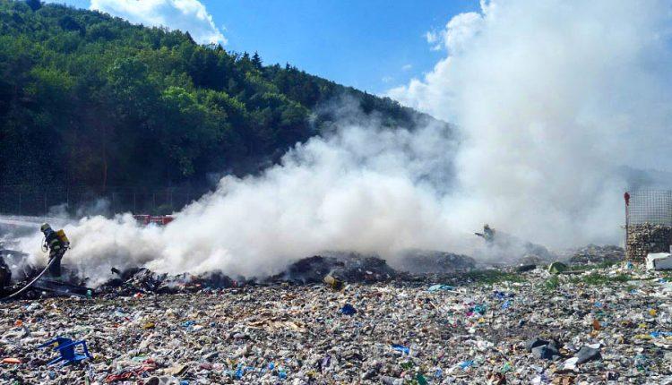 Pri Púchove horela skládka komunálneho odpadu