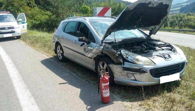 Nehoda autobusu a osobného auta pri Visolajoch