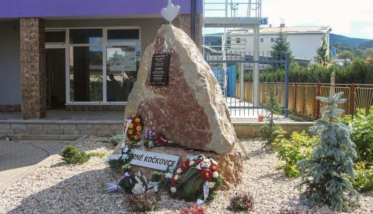 V Horných Kočkovciach vyrástol pamätník hrdinom SNP