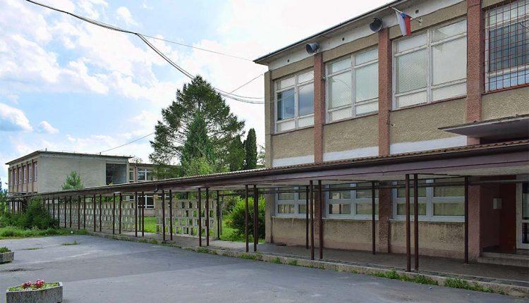Na Slovanskej sa chystajú meniť okná, súťaž na dodávateľa sa musela opakovať
