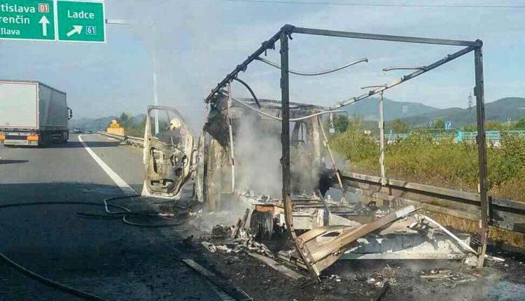 Požiar dodávky na diaľnici D1 priobci Beluša