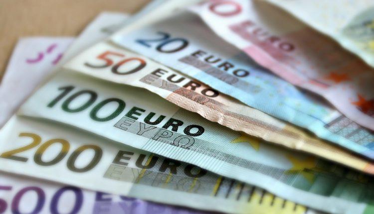 Od dôverčivej starenky vylákal takmer 20 000 eur
