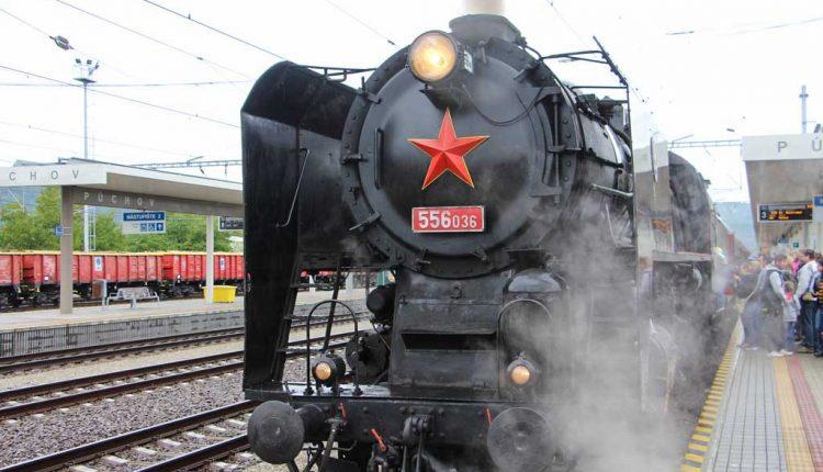 Na 80–ročnej železničnej trati Púchov – Horní Lideč cez víkend oslavovali cestovaním v čase