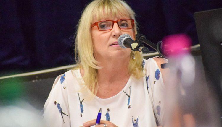 Eva Kvocerová podľahla tlaku poslancov a rezignovala na funkciu prednostky