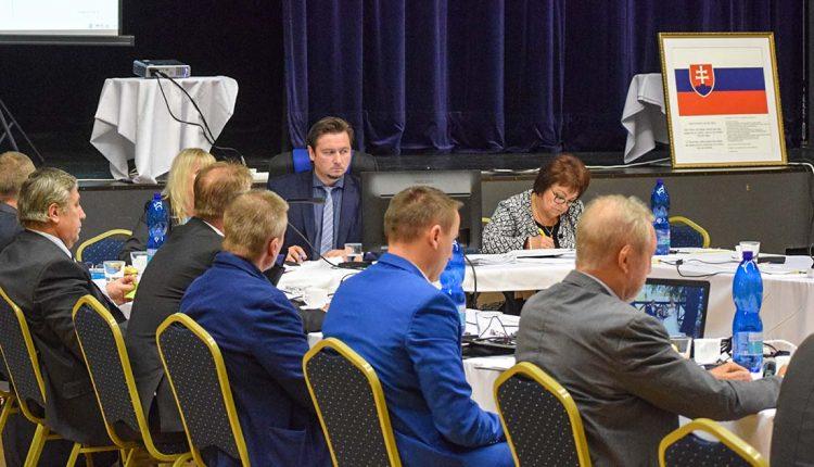 Poslanci schválili VZN o prideľovaní nájomných bytov, zabudli však na zimnú údržbu a podporu podnikateľov