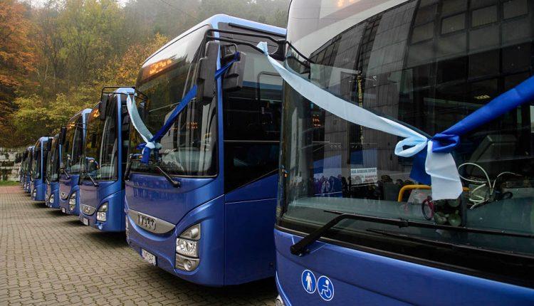 Na cesty vyrazí 25 nových autobusov, za lístok v nich by malo byť možné zaplatiť aj bankovou kartou