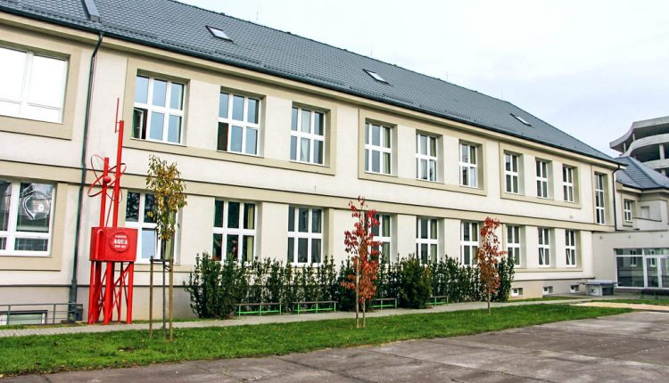 Gymnázium v Púchove získalo medzinárodný certifikát Zelená škola