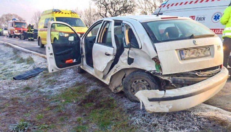 Ranná dopravná nehoda, zranilo sa šesť osôb