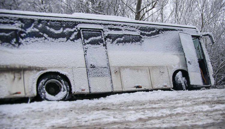 Dopravná nehoda autobusu a nákladného vozidla
