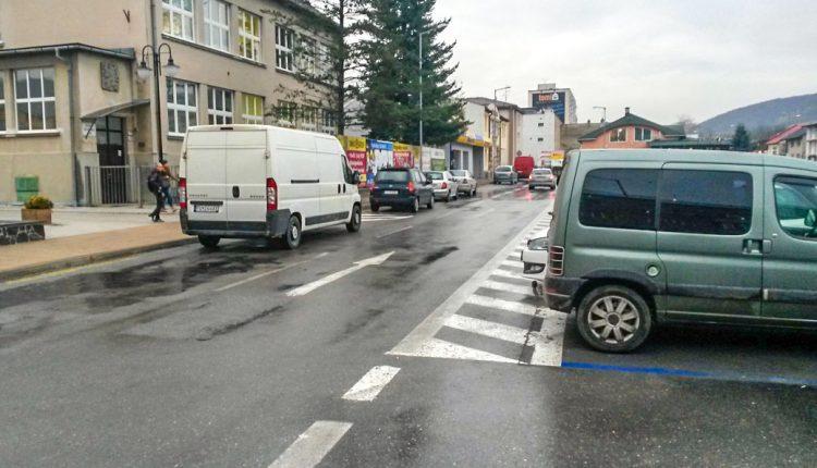 Hlavné parkovisko zostane naďalej v jednosmernom režime