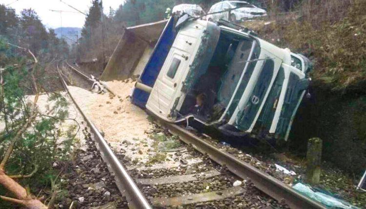 Nehoda na železničnej trati, vodič sa nevenoval riadeniu