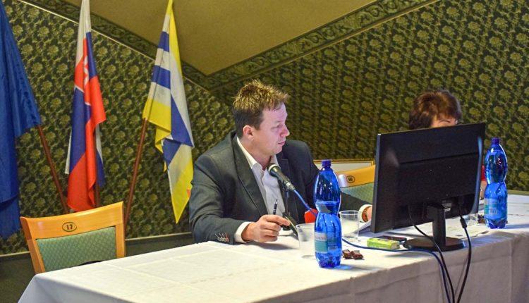 Primátor Henek po siedmich mesiacoch opäť viedol rokovanie zastupiteľstva