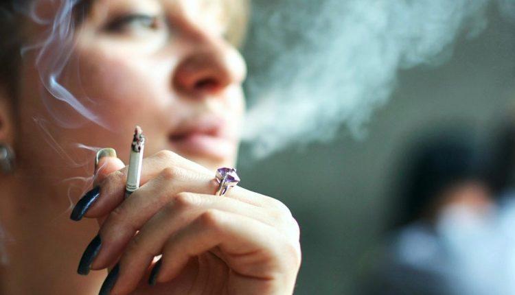 Fajčíme síce menej, ale stále sa málo hýbeme