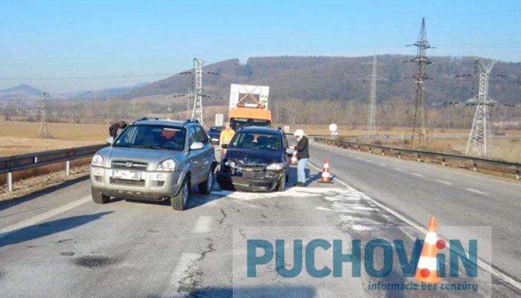 Ranná nehoda na privádzači, došlo aj k zraneniu