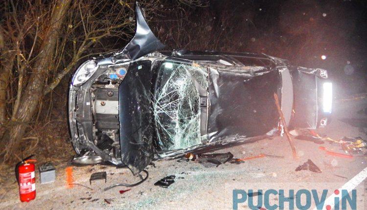 Nehoda pri Kvašove, auto sa prevrátilo na bok