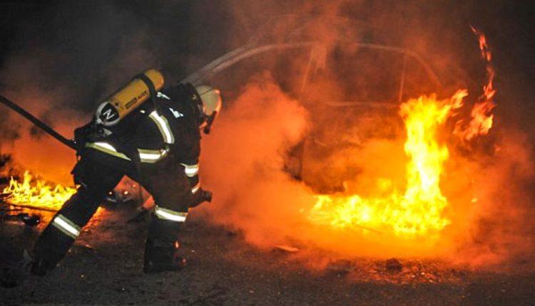 Nočný požiar osobného vozidla na diaľnici D1