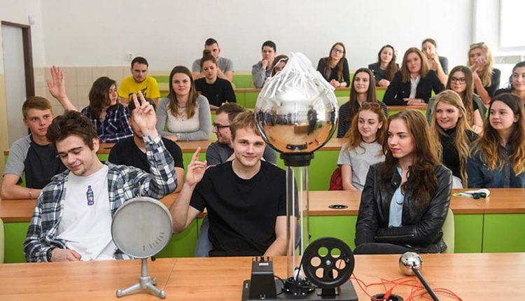 V prvej top desiatke celoslovenského rebríčka stredných škôl opäť bodovali tri župné stredné školy